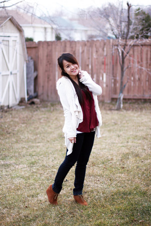 brick red unknown top - eggshell free people sweater - off white H&M vest