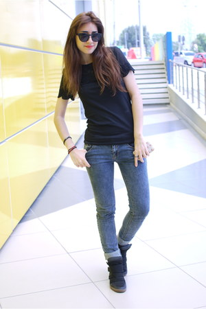 black lace H&M shirt - periwinkle pull&bear jeans - black pull&bear wedges