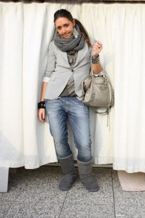gray Zara blazer - gray Zara t-shirt - gray met jeans - gray Ugg boots - silver