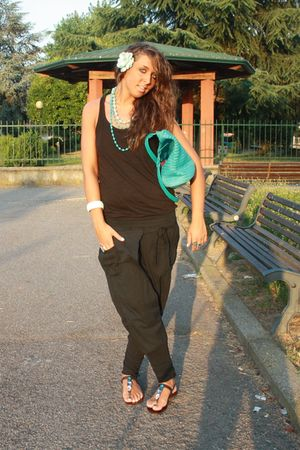black H&M shirt - black no brand pants - blue H&M purse - blue italian brand sho