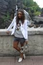 White-zara-blazer-gray-disneyland-paris-jumper-gray-zara-shorts-beige-loli