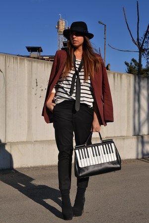 ivory romwe bag - black asos boots - brick red H&amp;M blazer - black H&amp;M pants