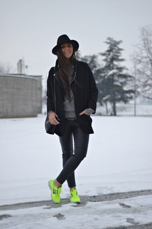 black Zara coat - black H&amp;M hat - black Zara bag - black H&amp;M pants