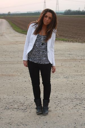 white Zara blazer - black Alcott top - black H&amp;M pants - black Zara boots - blac