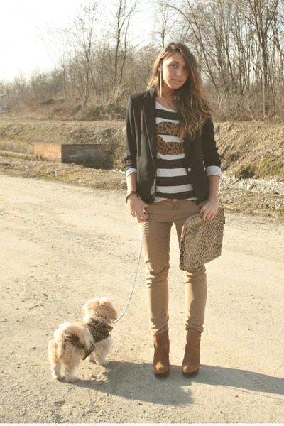 white zara T-shirt t-shirt - bronze boots boots - camel no brand yoyos coat coat