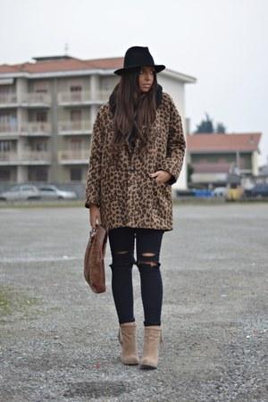 dark brown River Island coat - camel Forever21 boots - black Zara hat