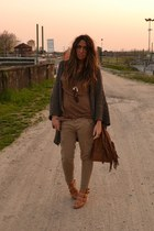 bronze bag Zara bag - brown wedges H&amp;M wedges - camel pants Zara pants - brown t
