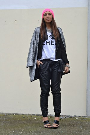 black jacket romwe jacket - H&amp;M coat - H&amp;M hat - River Island t-shirt