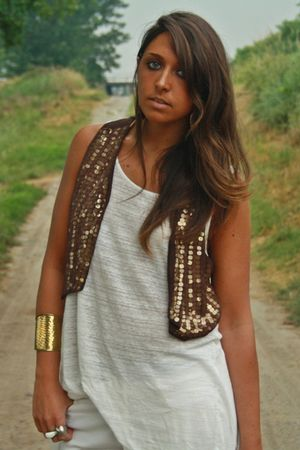 brown Mango vest - white H&amp;M shirt - gold made in Sorrento bracelet - gold H&amp;M a