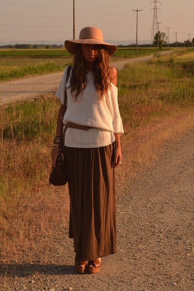 camel floppy hat Bershka hat - beige sweater H&amp;M sweater - dark brown bag asos b