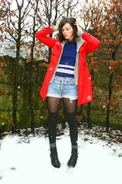 light blue shorts - red coat - navy jumper - black socks - black boots - heather