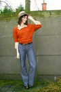 Blue-jeans-camel-hat-burnt-orange-sweater-camel-blouse-dark-brown-belt-