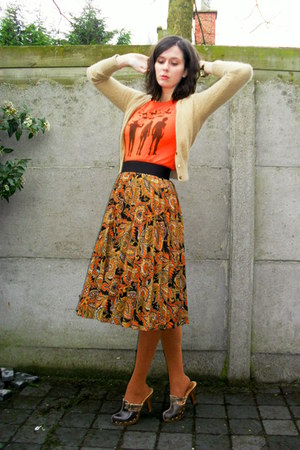 burnt orange tights - dark brown clogs - carrot orange t-shirt - gold skirt - ca