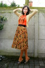 Burnt-orange-tights-dark-brown-clogs-carrot-orange-t-shirt-gold-skirt-ca