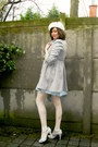 Heather-gray-coat-ivory-hat-heather-gray-sweater-beige-tights-off-white-