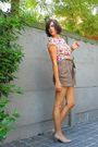 Brown-shorts-pink-top-beige-shoes