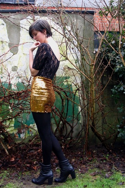 gold skirt - black top - black tights - black boots - green accessories