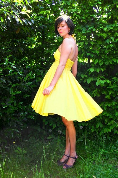 yellow dress - purple shoes