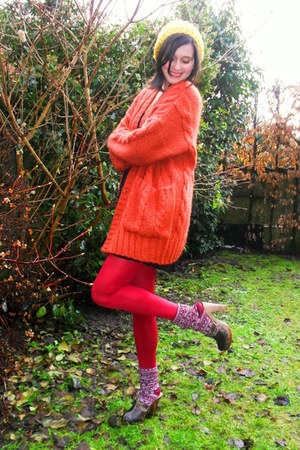 burnt orange cardigan - black dress - gold hat - ruby red tights - red socks
