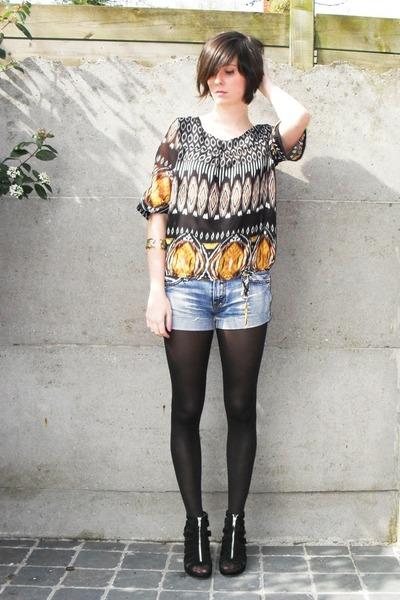 black blouse - blue shorts - black tights - black shoes - gold bracelet