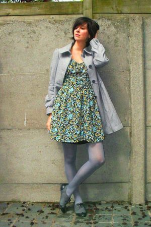 gray coat - gray shoes - gray tights - blue dress