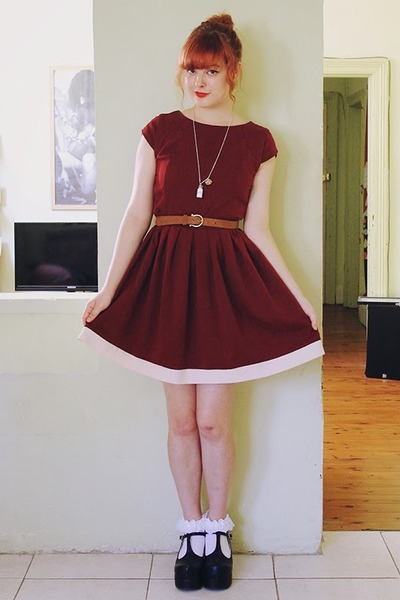 periwinkle handmade necklace - crimson Secondhand dress