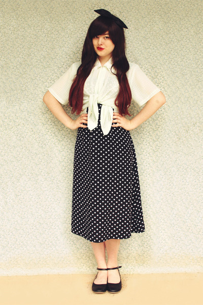 navy vintage dress - black yeswalker flats - off white vintage blouse