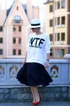 navy H&M skirt - white Zolla hat - white H&M sweatshirt - red Zara pumps