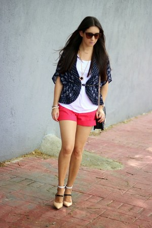salmon Forever 21 shorts - Shoedazzle shoes - brown Urban Outfitters sunglasses