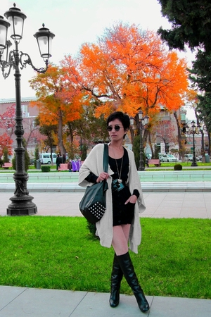 beige Stella McCartney sweater - - black belt emporio armani