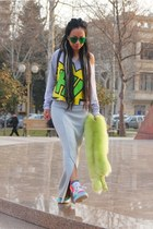 green Linda Farrow sunglasses - black caviar backpack Chanel bag