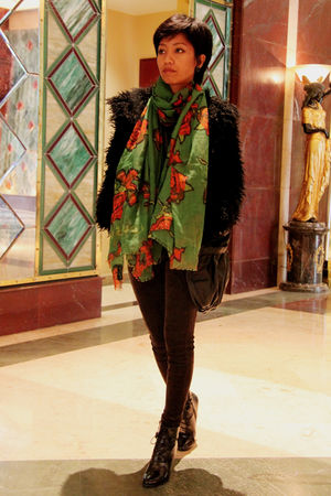 black H&M - black Mango jeans - black boots - black - green gifted scarf - black