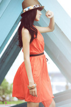tan hat - carrot orange dress - black heels