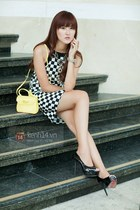 black dress - light yellow bag