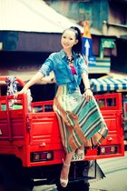 pattern skirt - white shoes - turquoise blue jean blouse