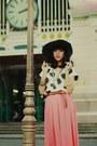Black-hat-white-blouse-bronze-braided-belt-salmon-long-skirt-skirt