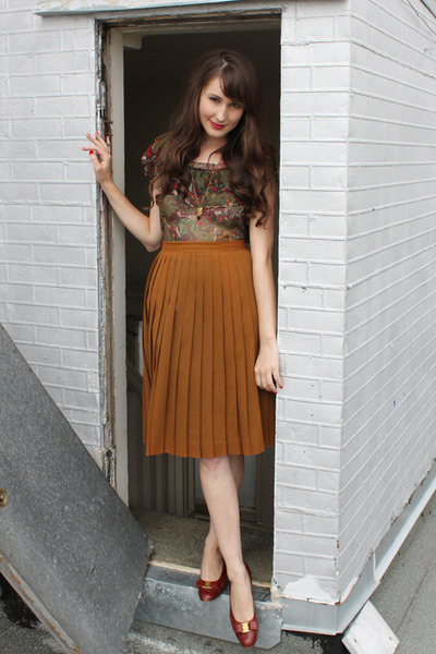 vintage blouse - vintage skirt - vintage Ferragamo flats - Noble Town Vintage ne