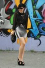 Black-pieces-bag-black-wedges-white-h-m-skirt