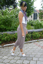 white H&M top - gray Street One pants - white vintage shoes - blue Pimkie scarf