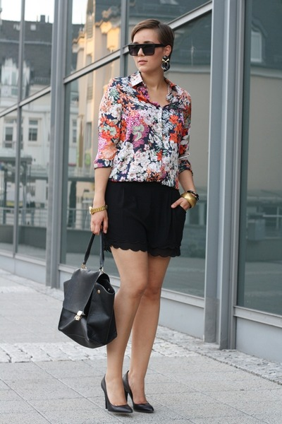 shirt-bag-akira-shorts-heels-watch_400