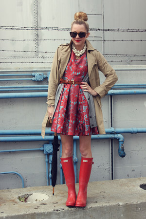 Hunter boots - BB Dakota dress - Gap jacket - Karen Walker sunglasses