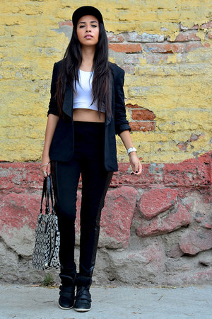 black DC hat - black romwe leggings - black Zara blazer - black coach bag