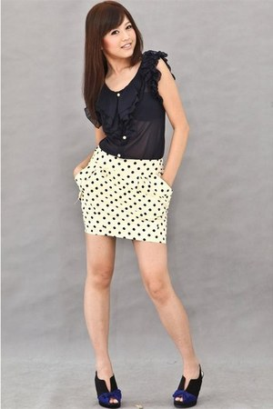 navy chiffon ruffle blouse - white polka dots skirt - black bows heels