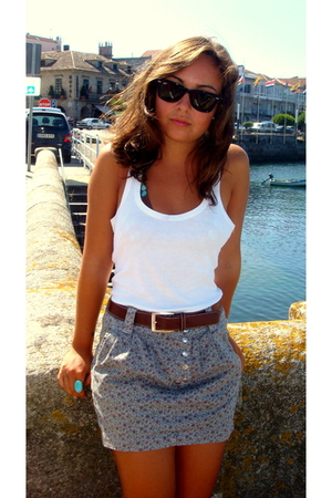 basic t-shirt - Zara skirt - belt - accessories - Ray Ban sunglasses