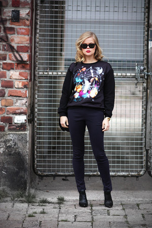 GINA TRICOT sweatshirt - ray-ban sunglasses - COS pants