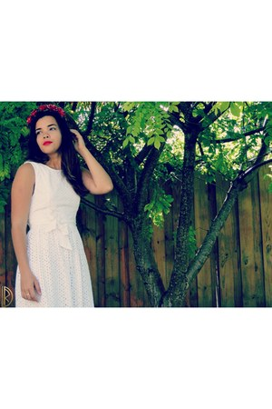 white Quiksilver dress - ruby red Forever21 hair accessory