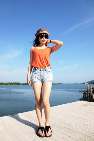 orange top - hat - shorts - black Ray Ban sunglasses