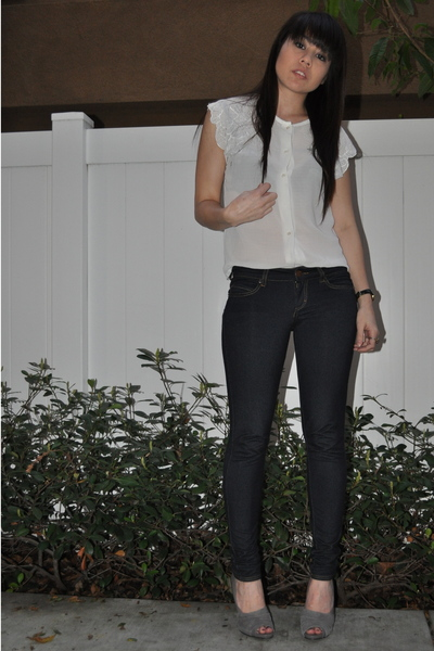 white blouse - blue leggings - gray Nine West shoes - black