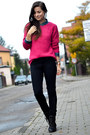 Hot-pink-secondhand-sweater-dark-gray-secondhand-boots-navy-house-coat