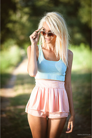 peach cotton Beatrice Gale shorts - aquamarine cotton H&M top